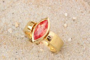 Fotografie eines Rings rosa Saphirnavette