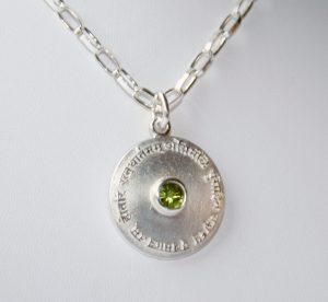Fotografie einer Mantramünze Silber